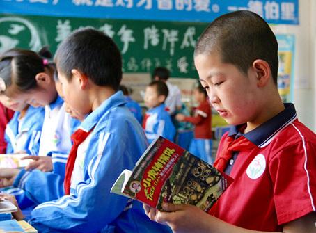 用书本支撑起乡村学生的梦