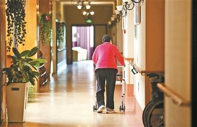 走近养老院中的阿尔茨海默病患者:老小孩儿