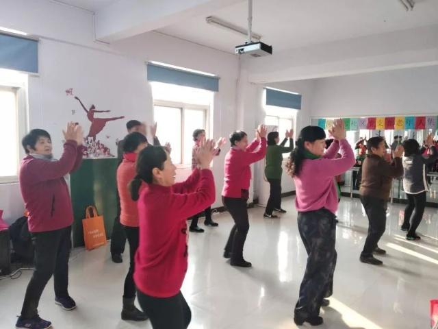 石佛办事处红河瀛园社区开展志愿者舞蹈培训活动