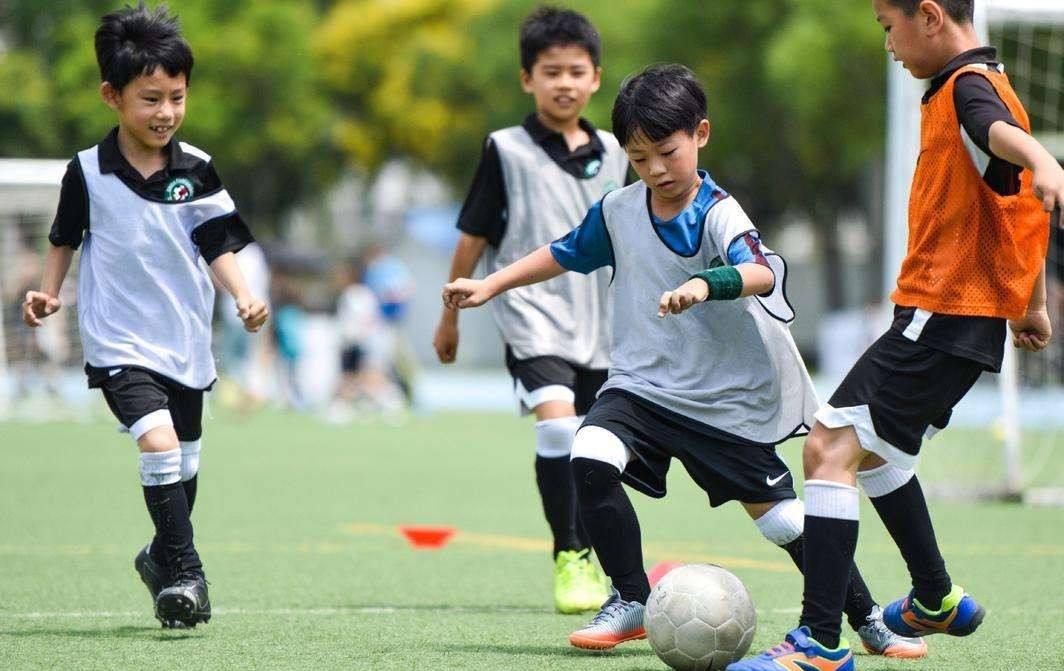 贵州支教14年,把足球当明天
